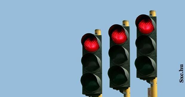 Ujatoba_semaforo_vermelho