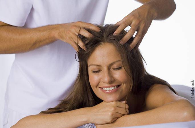 Ujatoba_Massagem-couro-cabeludo-Thinkstock