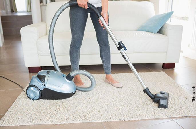 1. Usar qualquer aspirador de pó na limpeza ajuda a eliminar os ácaros.