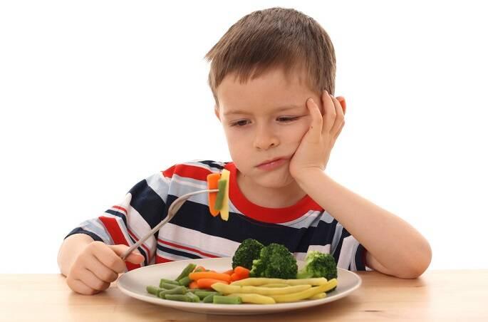 crianca-comendo-cara-feia-comida-Copia