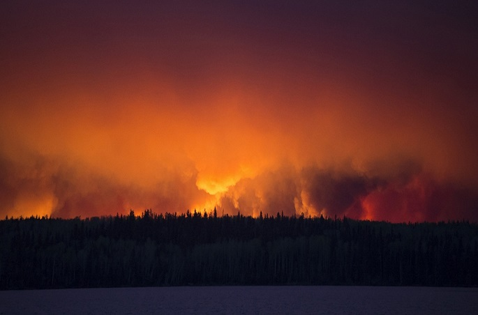 photo-fort-mcmurray-wildfire-chris-schwarz_government-of-alberta-011817-1125x534-landscape